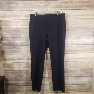 Flat front Clip and zipper front closure Size 14